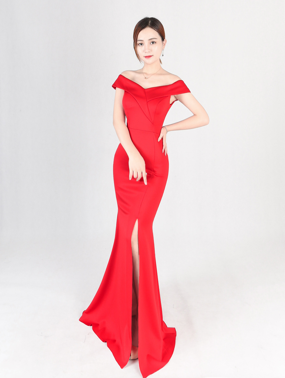 Banquet evening dress 2017 new elegant and elegant long style of the tail host dress gown