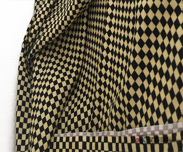 Fashionable Checkered Pattern Design 100% Rayon Woven Fabric (5)