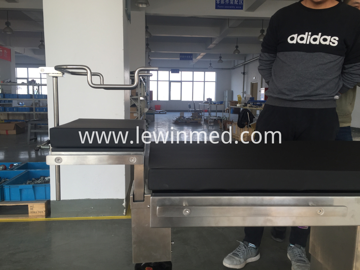 Electric hydraulic eye table