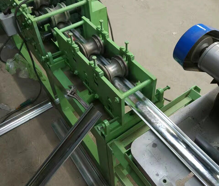 shutter door roll forming machine 10