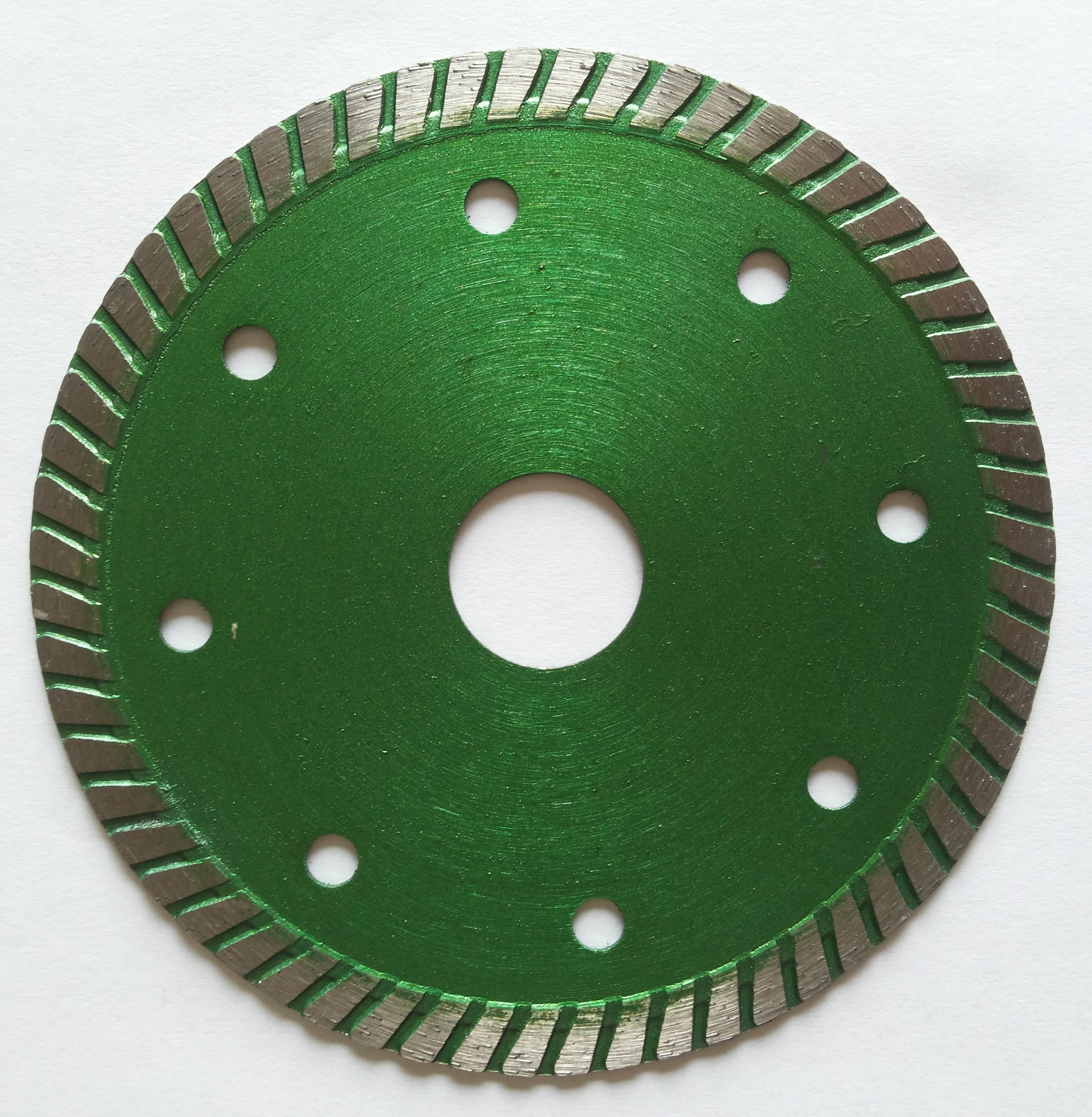 Sintered hot-pressed turbo continous saw blade