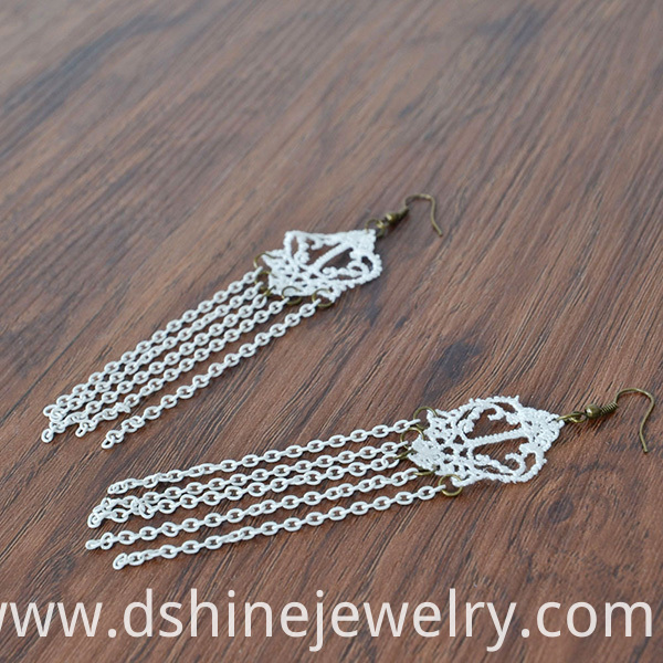 Lace Earring With Chains