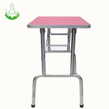 Pet grooming table with wheels