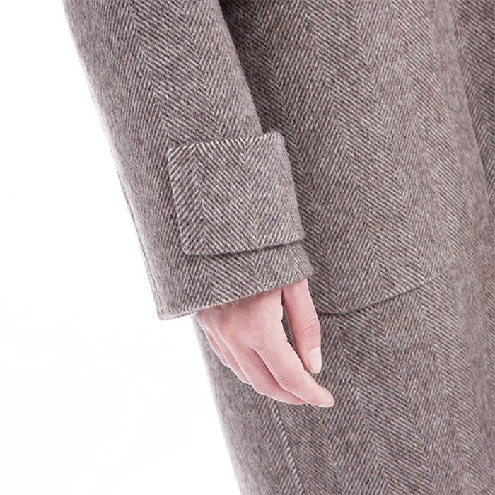 Sleeves of single-breasted cashmere overcoat
