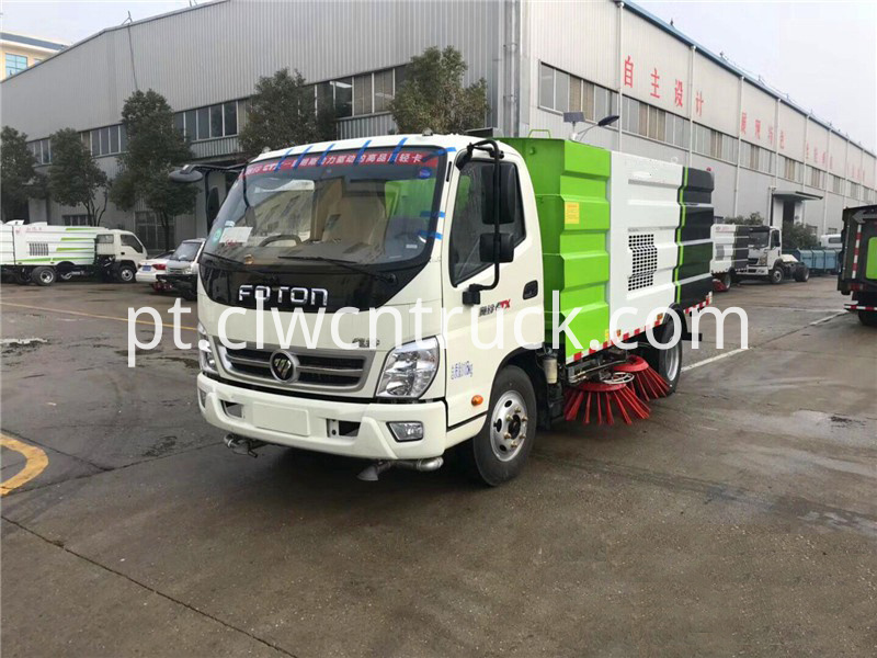 Road sweeping truck 1