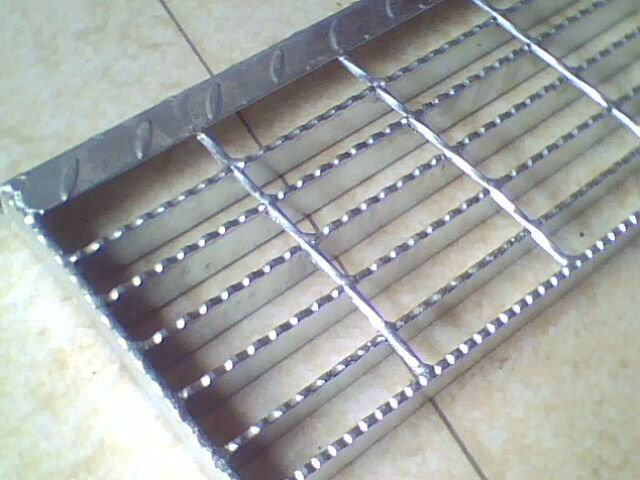 Galvanized Safegrid Stair Treads