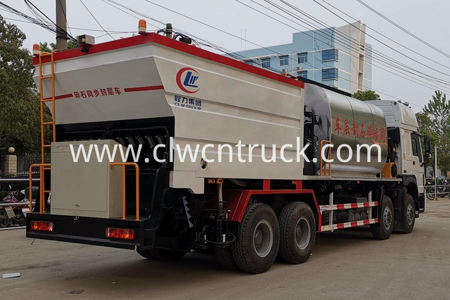 Bitumen And Gravel Synchronous Seal Truck 2