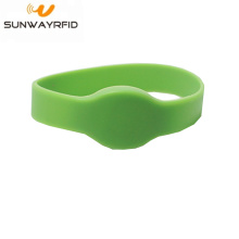 Low Cost for Closed Type Silicone RFID Wristbands Waterproof Proximity 13.56mhz RFID Wristband supply to Australia Manufacturers