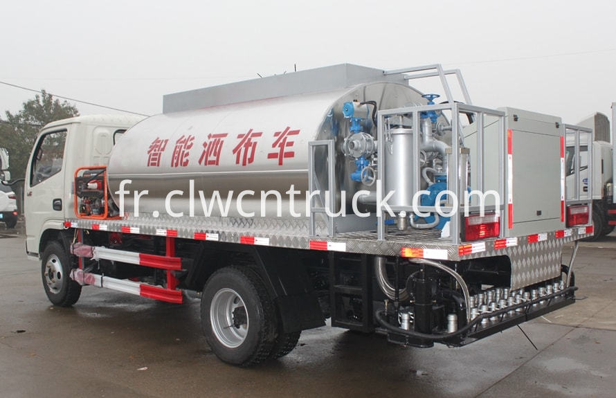 Asphalt distribution truck 2