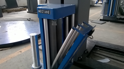 Stretch film pallet wrapping machine with ramp