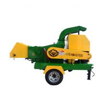 Mobile wood chipper with high efficiency