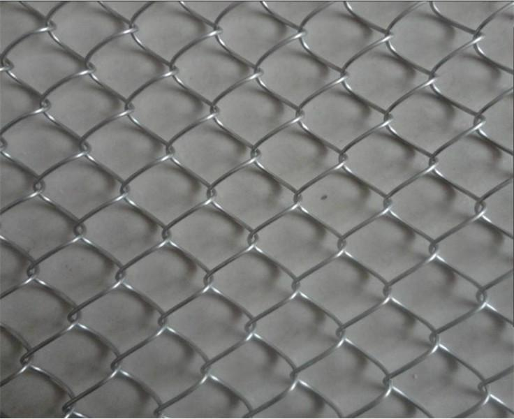 pvc coated or  galvanized chain link fence
