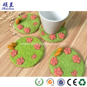 Wool felt coaster with flowers