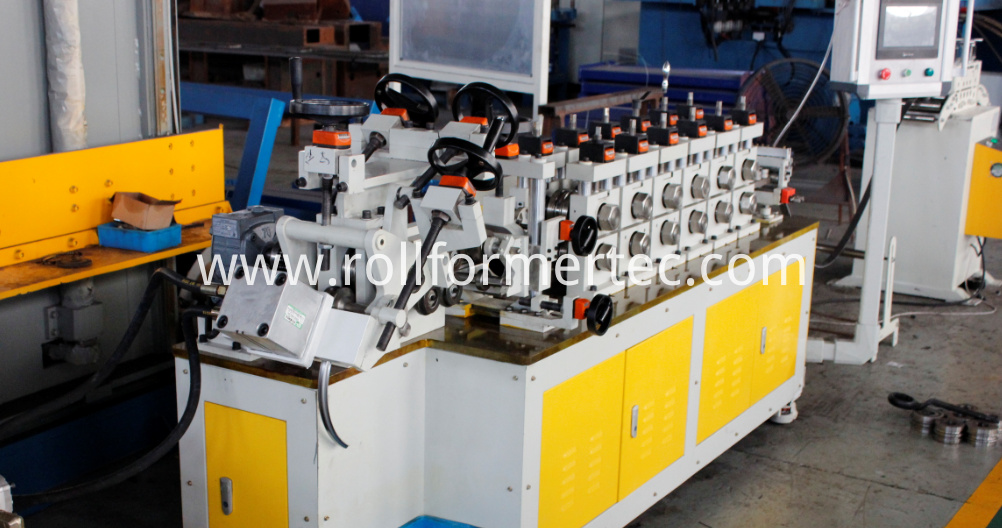 Roll formed V-clamp bending machine