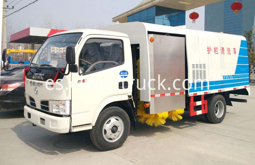 road guardrail cleaning truck