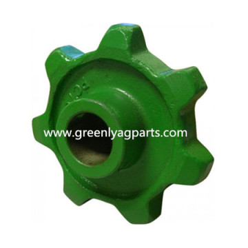 H63578 John Deere 7 tooth Elevator Chain Sprocket