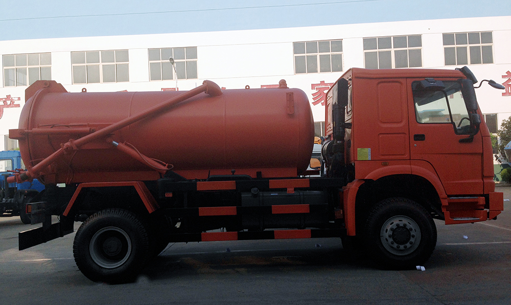 4 x 4 sewer cleaning truck
