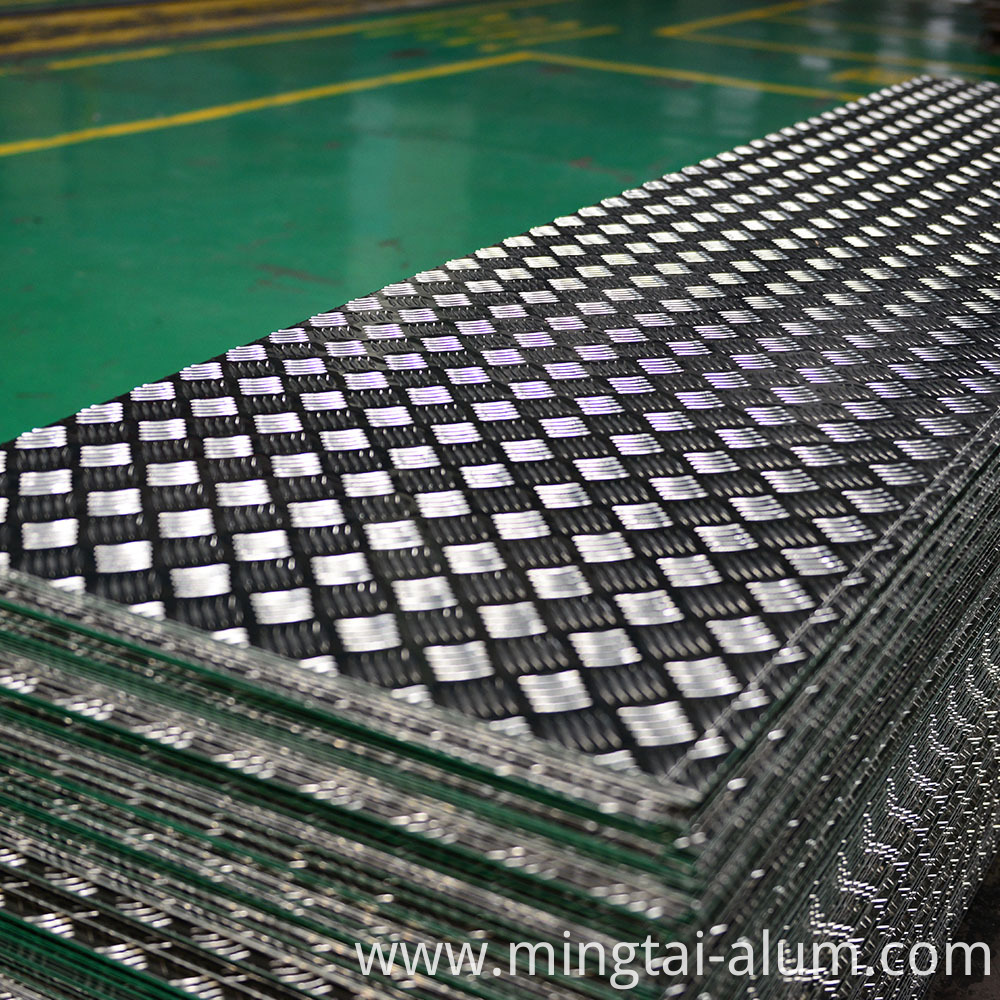 China manufacture and supplier Aluminum Checker Plate used for wall decoration with discount price