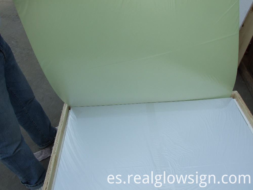 photoluminescent-rigid-sheet-large-package-with-man