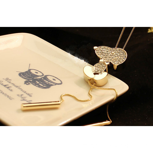 Joli brillant pierres animaux pendentif Collier or Long collier