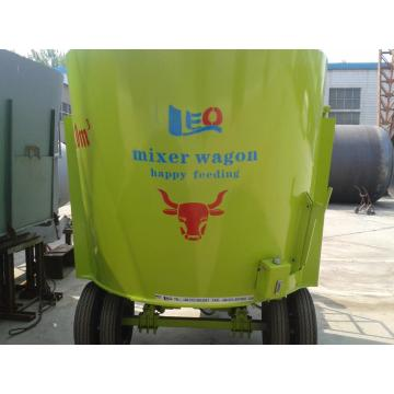Vertical cow feeding mixer