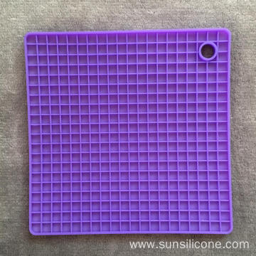 Square non-slip folding silicone insulated dining mat