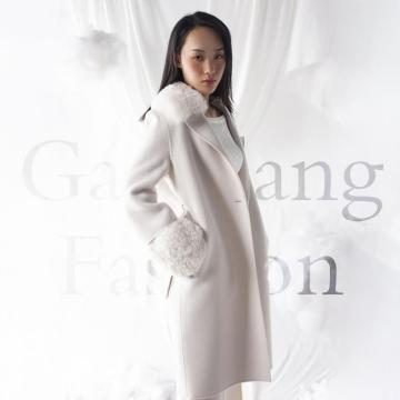 Cashmere coat with lamb collar