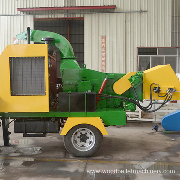 Mobile diesel engine wood shredder chipper