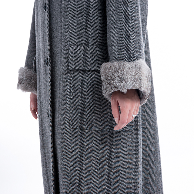 Fashionable cashmere coat with wool collar
