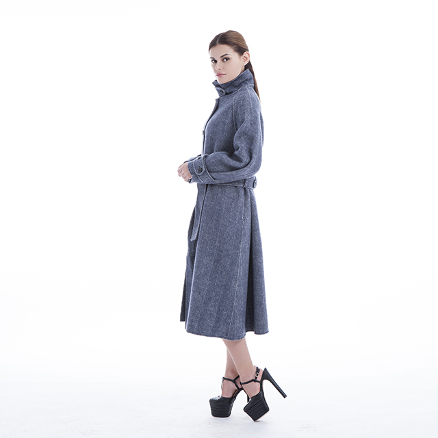 Cashmere coat with stand collar