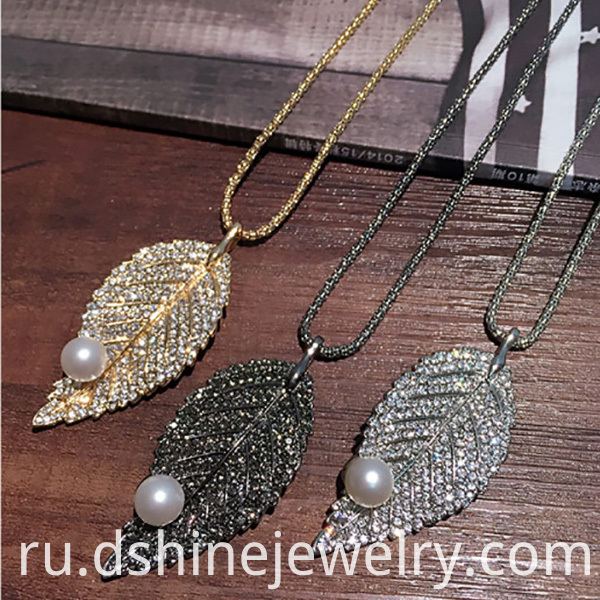 Leaf Shape Crystal Alloy Necklace