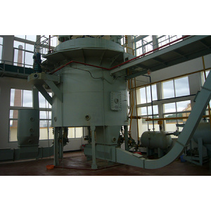 Horizontal rotating solvent extractor