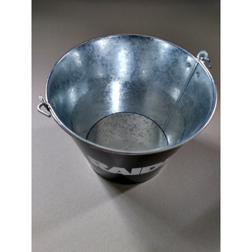 Round bucket with portable handle