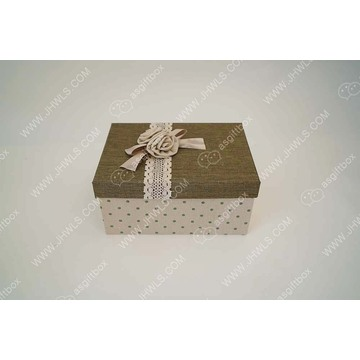 Green linen bouquet gift box