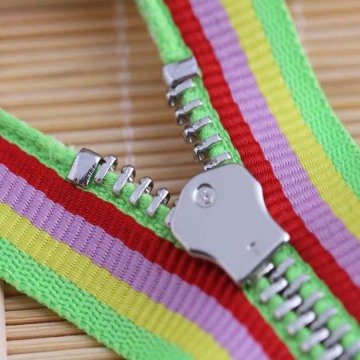 Metal zipper with rainbow edge for clothing