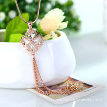 China Top 10 for JingLing Fashionable Collar Necklaces Women Jewelry Rhinestone And Alloy Materials Pretty Lady Necklaces Personalized Design Wholesale gold and silver Clover Sweater chain supply to Cape Verde Factory