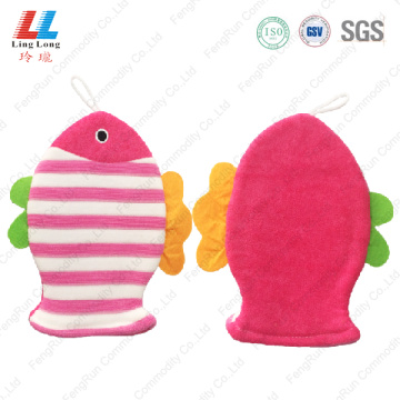 Pink fish swanky bath gloves for children