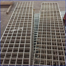 Plug-Type Flat Steel Grating