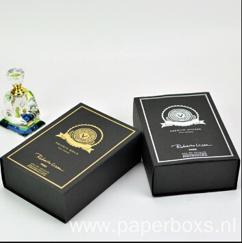 Black Luxury Paper Perfume Packaging Box with Magnet