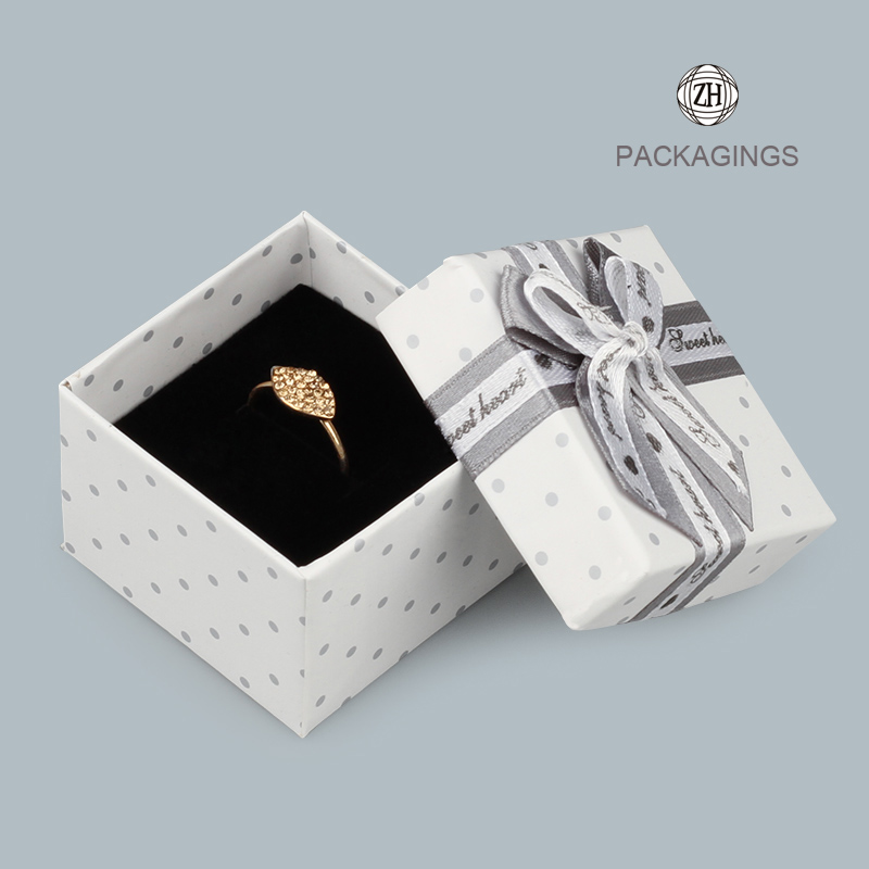 White paper cardboard rings box with lids