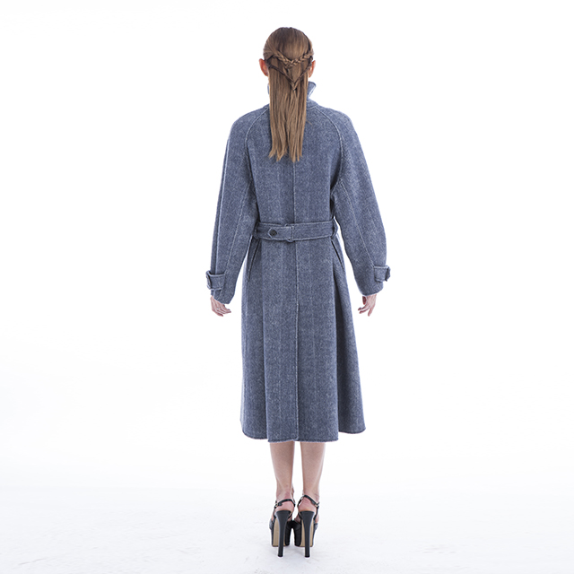 Back of cashmere coat with stand collar