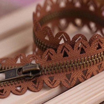 Pretty brown laciness metal zipper for women