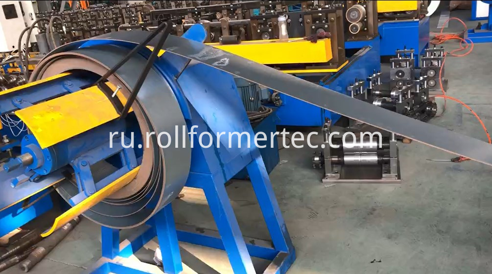 Automatic changing size C purlin steel framing machine