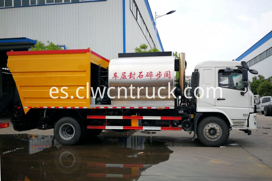 Synchronous gravel sealing vehicle 2