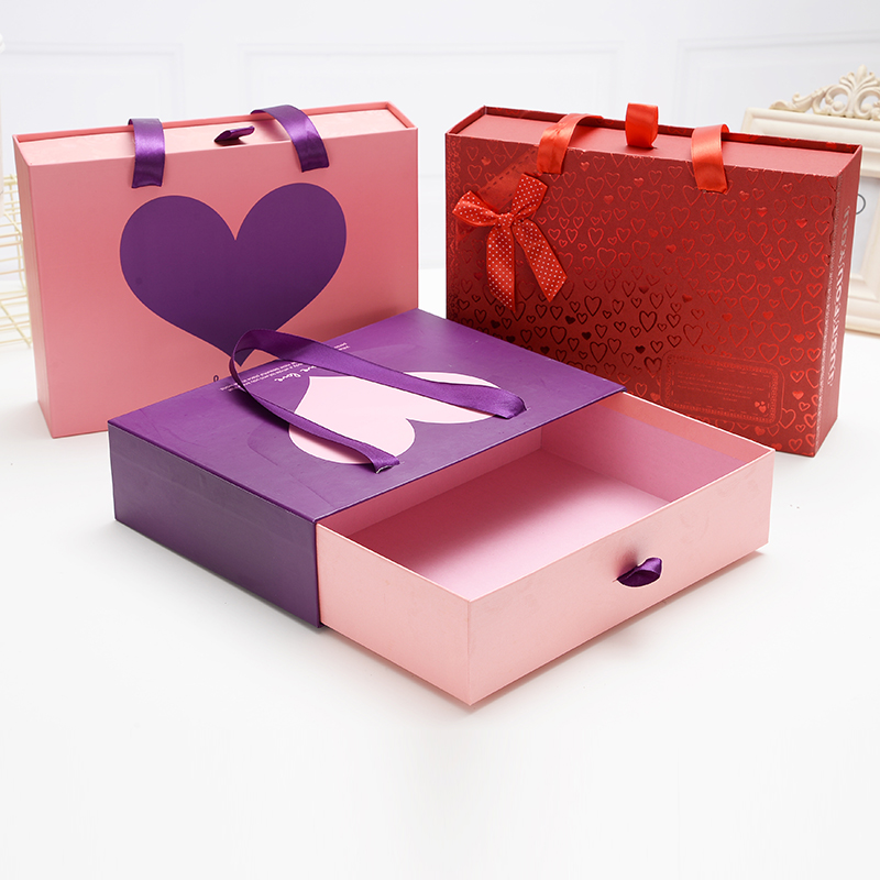 Wedding candy gift box with handle