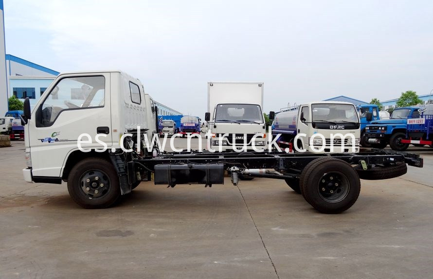 breakdown truck chassis 3