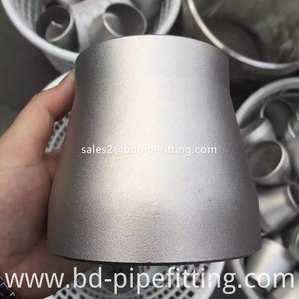 Alloy pipe fitting (521)