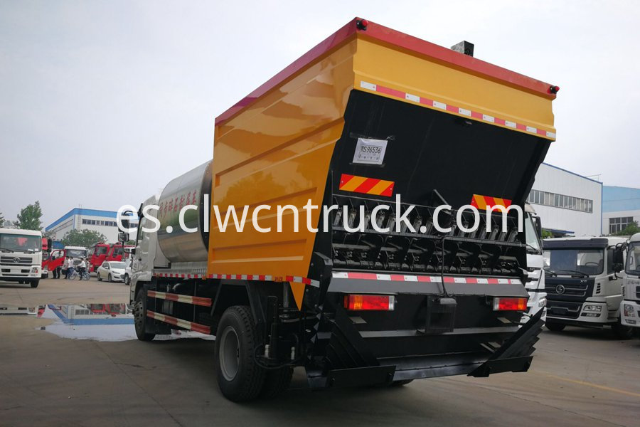 Synchronous gravel sealing vehicle 3