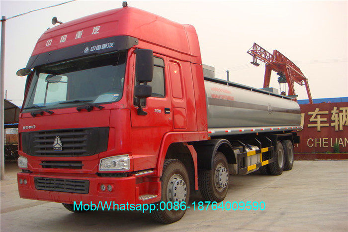 Refueling Truck With Oil Pump