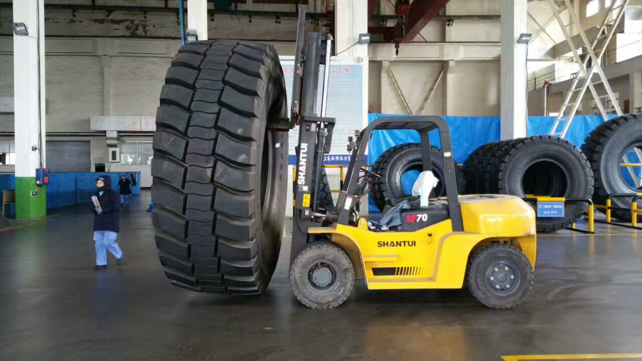 7 Ton Forklift working